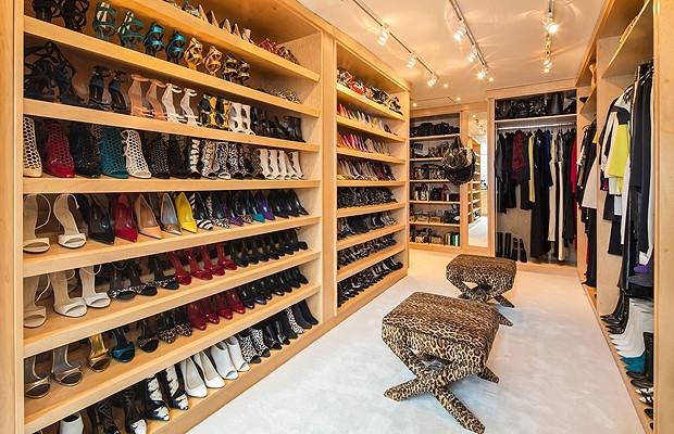 luxuoso closet da criadora da grife jimmy choo casa e jardim curiosidades. Black Bedroom Furniture Sets. Home Design Ideas
