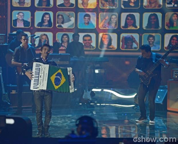 Luan e Forró Estilizado mistura forró com Led Zeppelin no Top 7 (Foto: Camila Serejo / TV Globo)