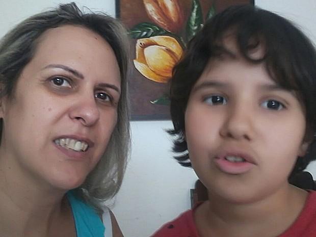 Resultado de imagem para Mãe garante a filha autista professor especial e busca direito para mais 170