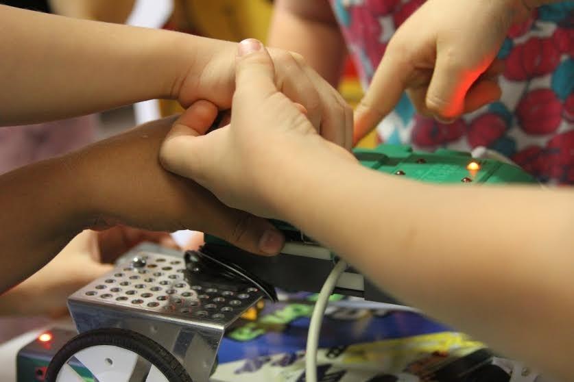 Creche ensina robótica (Foto: Divulgação)