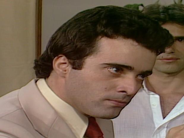 Andr diz que ir a polcia se no contarem da volta de Carina (Foto: Reproduo TV Globo)