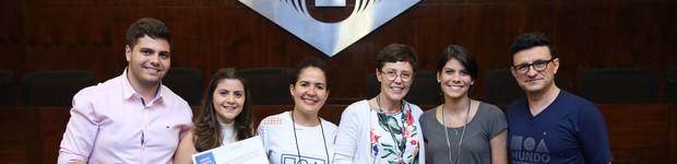 Alunos premiados por participação nos Encontros Científicos (Estudantes recebem prêmios pela participação nos Encontros Científicos)