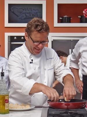 O chef dá dicas exclusivas para o site (Foto: Mais Você / TV Globo)