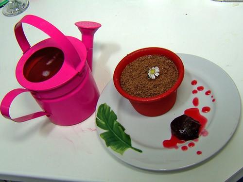Vaso de Pavê Imperial, Flores e Chocolate Ralado