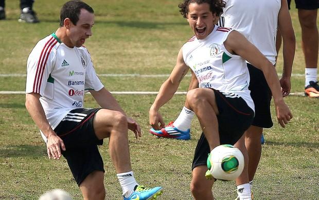 Guardado Torrado, treino méxico (Foto: Agência Efe)