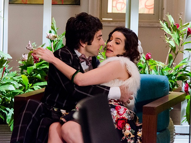 Lara tenta embarcar no clima de romance, mas acaba afastando Shin (Foto: Geração Brasil / TV Globo)