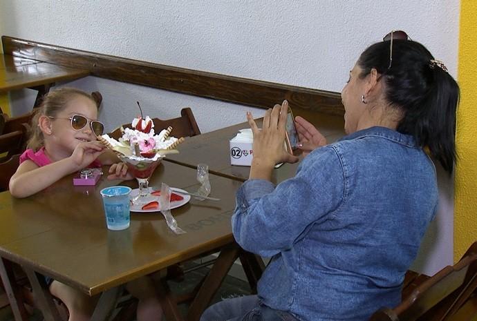 Uma família que ama o sorvete! (Foto: De Ponta a Ponta / TV TEM)
