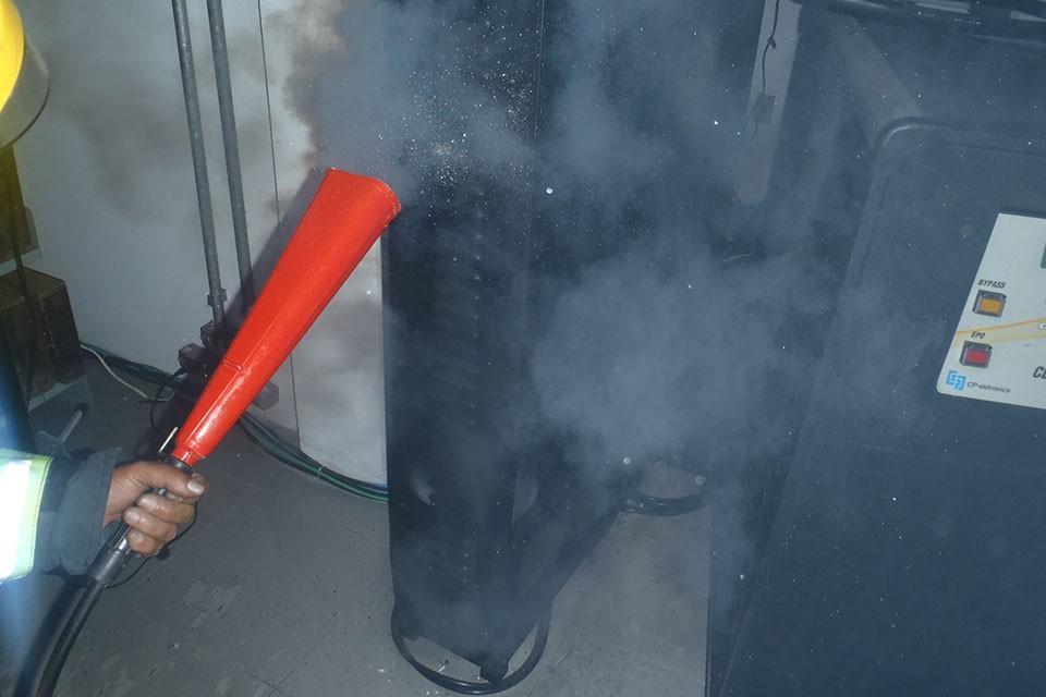 Princípio de incêndio foi causado por curto-circuito em aparelho de no-break (Foto: Tenente Fregapani/Divulgação)