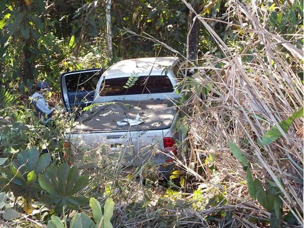 Corpo de ex-vereador estava na carroceria da caminhonete dele em uma ribanceira. (Foto: Gilvan Melo/Rádio Pioneira)