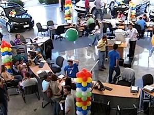 Redução do IPI movimentou concessionárias em Uberlândia (Foto: Reprodução/TV Integração)
