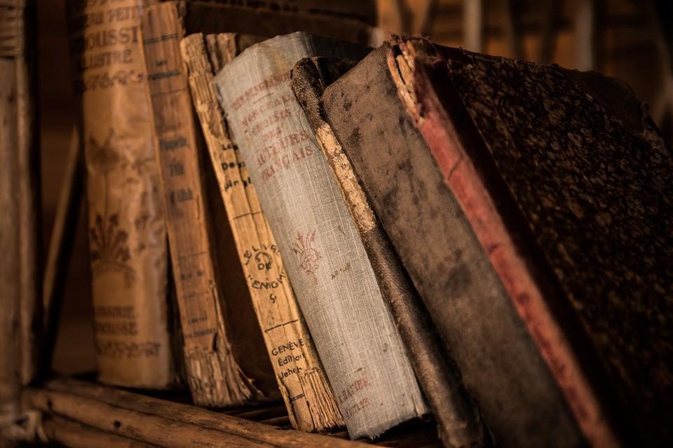 Resultado de imagem para livros antigos