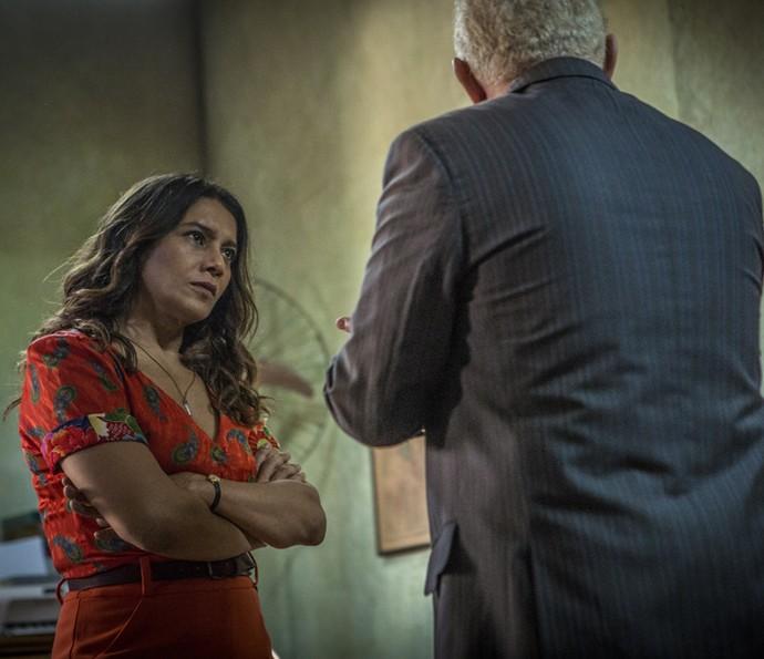 Beatriz perde a paciência (Foto: Inácio Moraes/ Gshow)