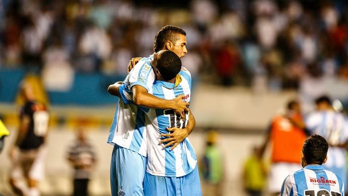 Pablo e Djalma comemoram classificação para a final da Copa Verde (Foto: Tarso Sarraf/O Liberal)