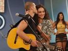 Loreto canta música especial para Débora e leva a amada às lágrimas