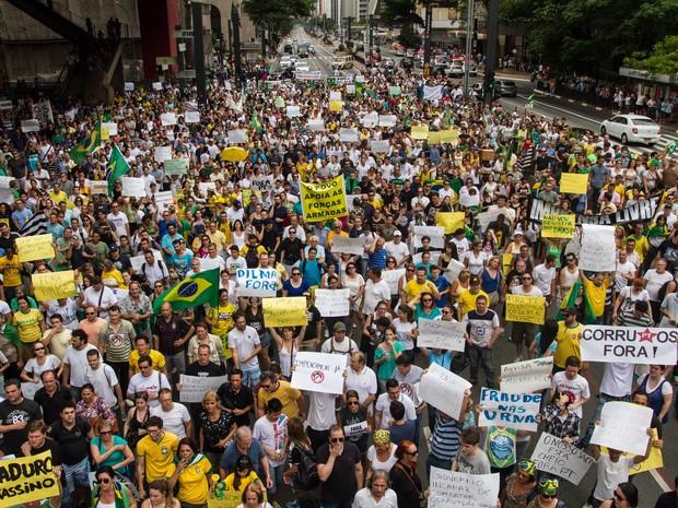 Protesto contra a presidente Dilma na avenida Paulista neste sábado (1º) (Foto: Dario Oliveira/Estadão Conteúdo)