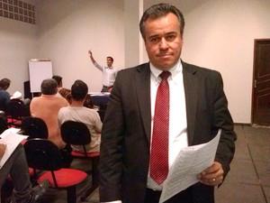advogado Aléssio Salomé leilão judicial Divinópolis MG estádio Farião Guarani-MG (Foto: Marina Alves)