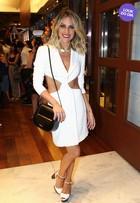 Look do dia: Giovanna Ewbank exibe costelas com vestido recortado