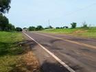 Batida frontal entre carros mata duas pessoas em Anhumas