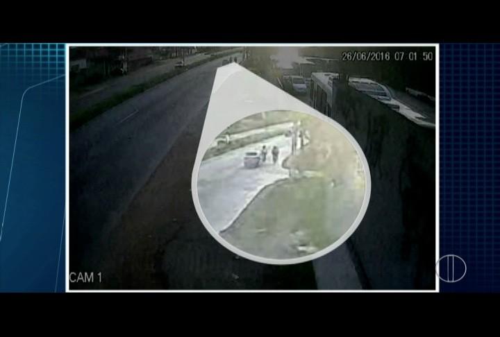 Câmera de segurança registra atropelamento de ciclistas (Guarda Marítima)