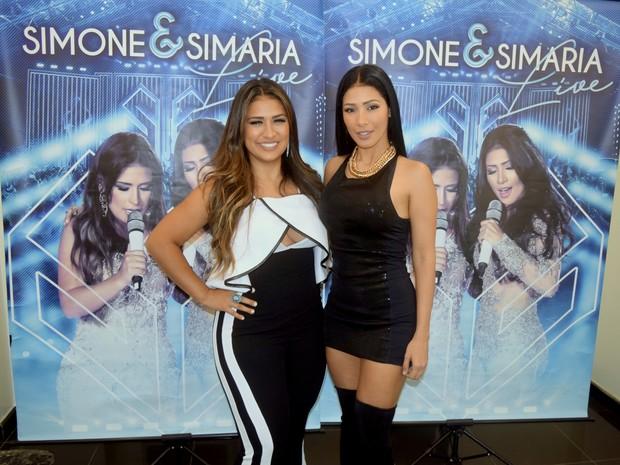 Simone e Simaria em bastidores de show em Belo Horizonte, Minas Gerais (Foto: Pablo Amora/ Divulgação)