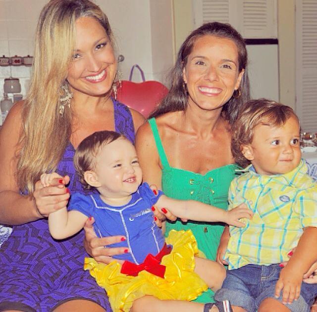 Claudia Bossle com Maria Amélia e convidados da festa  (Foto: Reprodução/Arquivo pessoal)