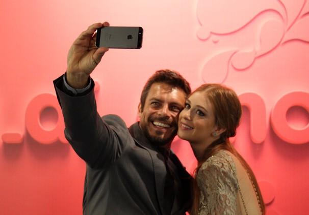 Flagra Selfie Luigi Baricelli e Marina Ruy Barbosa RPC TV (Foto: Carol Pellegrini/RPC TV)
