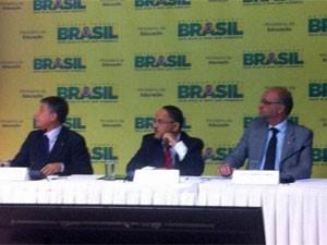 O presidente do Inep, Francisco Soares, o ministro Henrique Paim, e o secretário-executivo do MEC, Luiz Cláudio Costa (Foto: Filipe Matoso/G1)
