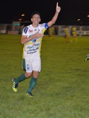 Souza, atacante do Ariquemes, comemora gol no Valerião (Foto: Eliete Marques)