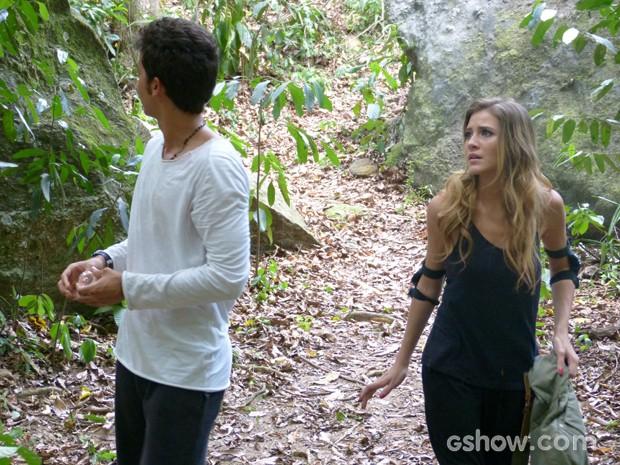 O desespero de Ben e Sofia ao perceberem que estavam perdidos  (Foto: Malhação / TV Globo)