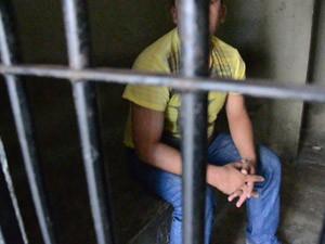 Homem foi preso em flagrante após ter agredido sua mulher (Foto: Walter Paparazzo/G1)