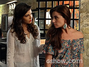 Marina tenta dar apoio a Clara (Foto: Em Família)
