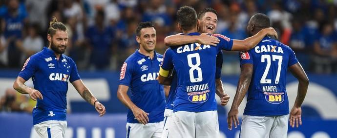 Thiago Neves; Henrique; Cruzeiro (Foto: Agência I7/Mineirão)