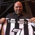 Dana White recebe camisa personalizada do Botafogo (Divulgação / Botafogo)