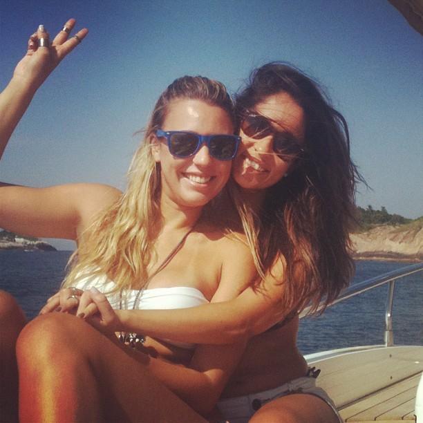 Marien, ex-bbb, de biquíni com amigos (Foto: Instagram / Reprodução)