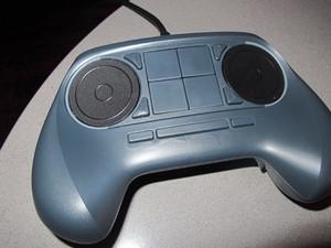 Steam Controller é o joystick das Steam Machines (Foto: Gustavo Petró/G1)