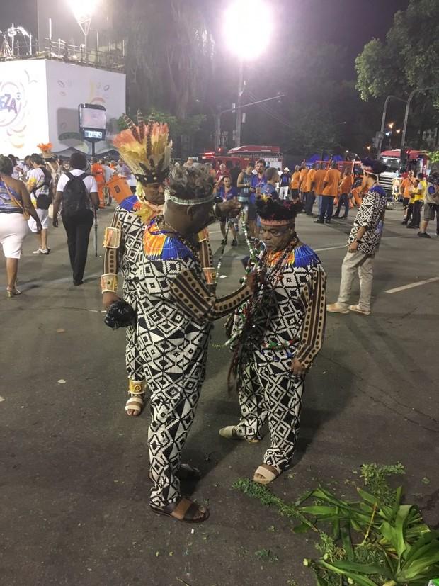Laíla se prepara para desfile da Beija Flor (Foto: Ego)
