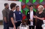 Adolescentes mostram habilidade no desafio do cubo mágico
