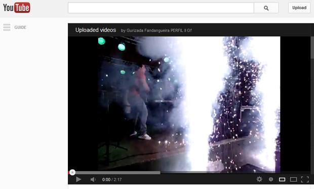 Vídeo publicado em canal do YouTube do Gurizada Fandangueira mostra efeitos pirotécnicos durante show do grupo (Foto: Reprodução/YouTube)