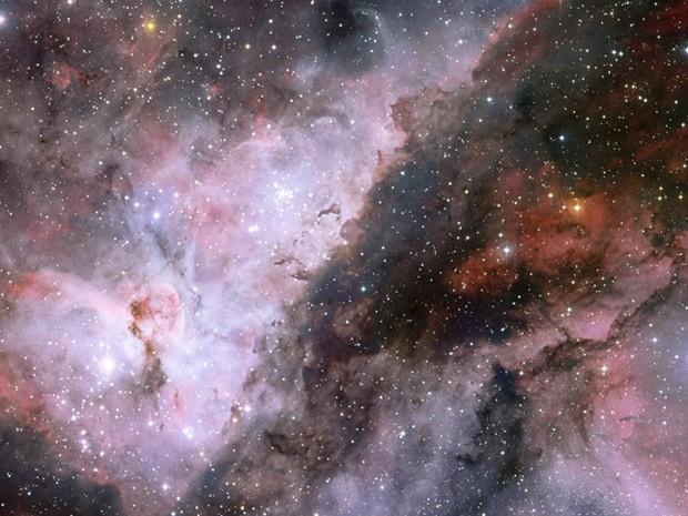 Estrela ESO (Foto: Panorama mostra imediações da estrela Wolf-Rayet, WR 22, na nebulosa de Carina (dir.) e da estrela Eta Carinae (esq.). A imagem foi composta a partir de La Silla, no Chile. Foto: ESO )