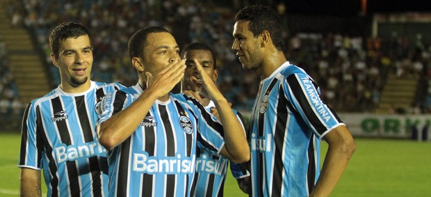 Léo Gago gol Grêmio (Foto: Sérgio Roberto / Ag. Estado)