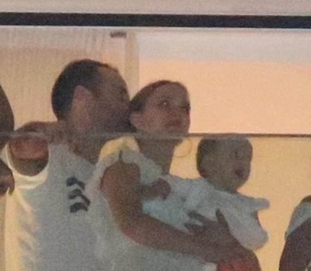 Natalie Portman e família em Copacabana (Foto: AgNews)