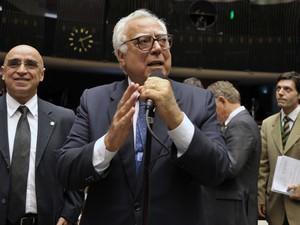 O deputado federal Miro Teixeira (PROS-RJ), no plenário da Câmara (Foto: Zeca Ribeiro/Câmara)
