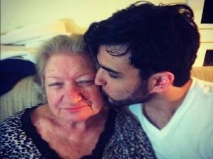 Fernando largou a faculdade e o emprego para cuidar da avó (Foto: Fernando Aguzzoli/Arquivo pessoal)