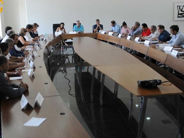 O governador Rodrigo Rollemberg, durante reunião com administradores regionais do Distrito Federal (Foto: Andre Borges/Agência Brasília)