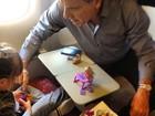 Rafa Justus brinca com o pai no avião em viagem para Miami