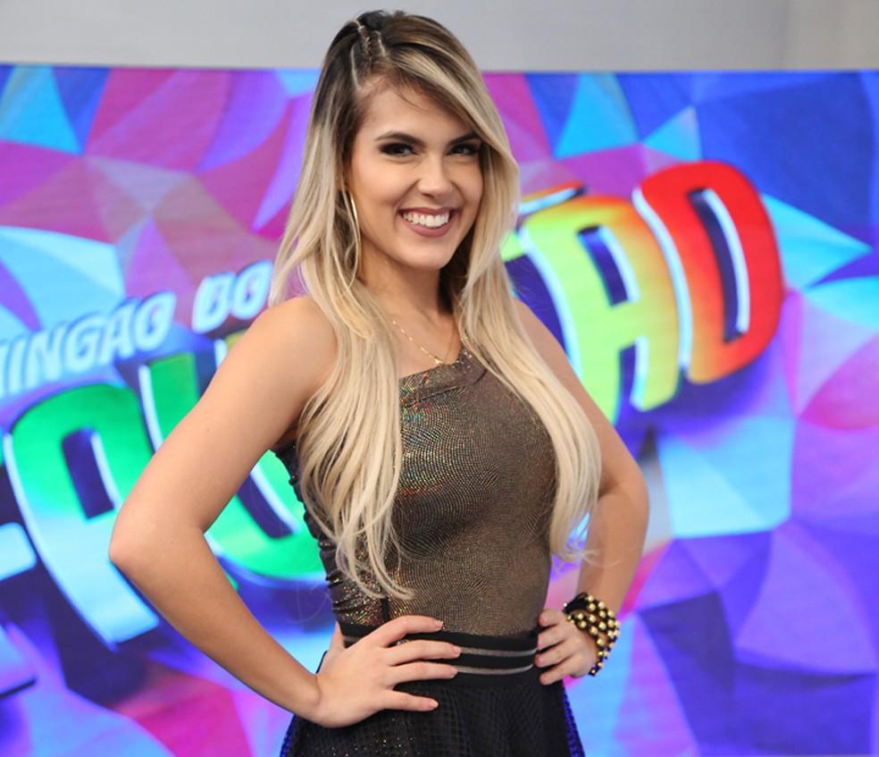 Nathália Melo arrasa no sorriso (Foto: Carol Caminha / Gshow)