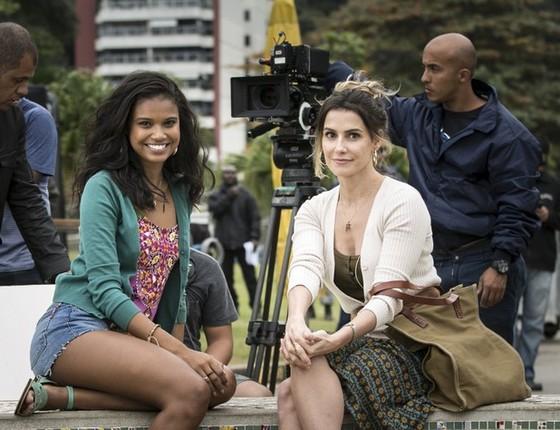 Ao lado de  Aline Dias, Deborah Secco grava suas primeiras cenas de Malhação na Lagoa Rodrigo de Freitas, no Rio (Foto: Gshow)