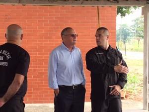 Secretário Beltrame participa de treinamento com policiais (Foto: Matheus Rodrigues/G1)