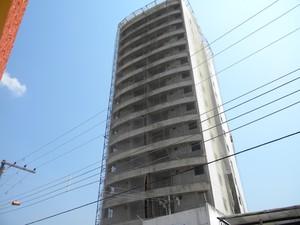 Edifício localizado na Rua Soares Carneiro não estás concluído. Contrato previa entrega para 2012. (Foto: Ascom/MP)