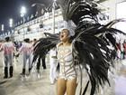 Paloma Bernardi usa fantasia comportada e avisa: 'Pelada, não'